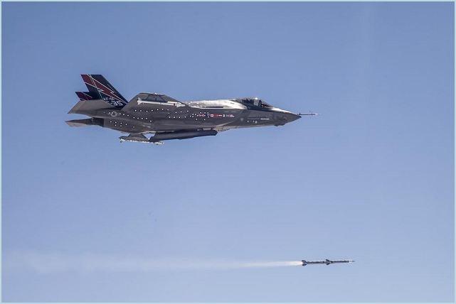 Un avión de despegue y aterrizaje convencional F-35A completó el primer lanzamiento de misiles a bordo de un AIM-120 durante las pruebas realizará el miércoles sobre Point Mugu Sea Range Test. El vuelo de los F-35A versión de la Fuerza Aérea Lockheed Martin, conocido como AF-1, se llevó a cabo por el Teniente Col. George Schwartz. Marcó el primer lanzamiento en el F-35 y AIM-120 mostró una secuencia de lanzamiento a expulsar comunicación exitosa y disparó el motor del cohete después de su lanzamiento.