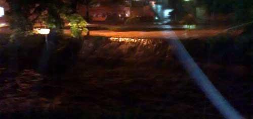 Bonde Repórter - Água encobre avenida Dez de Dezembro, na altura da Charles Lindemberg