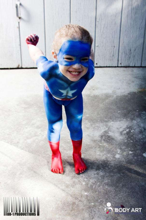 Foto Karya Seni Cat Tubuh Bayi Superhero 4