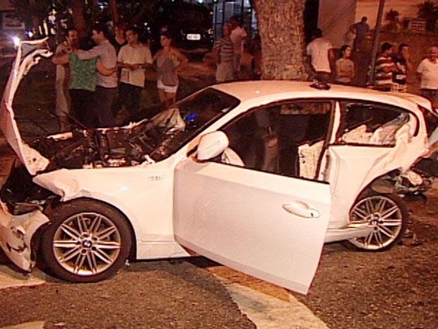 BMW se envolve em acidente na Av. Epitácio Pessoa, na Paraíba (Foto: Reprodução/TV Cabo Branco)