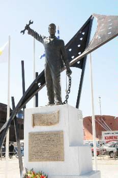 το μνημείο για τους νεκρούς εργάτες της Ζώνης