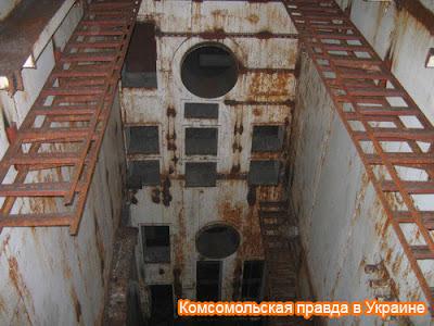 Убежище четырехэтажное, все лестницы и срезаны мародерами. Это вертикальная шахта – ловушка для неосторожных