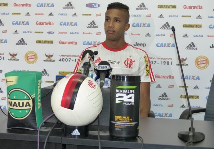 Jorge concede coletiva no Ninho do Urubu (Foto: Fred Gomes/GloboEsporte.com)