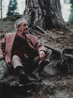 http://www.totellyouthetruth.net/wp-content/uploads/2012/09/JRR-Tolkien-Old-Nature-Color-Photo-Picture1.jpg