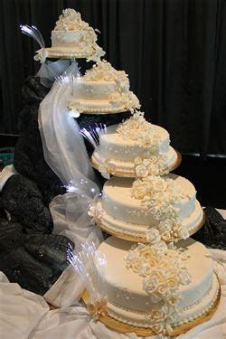 WEDDING CAKE WITH A DIFFERENCE   For a Sri Lankan Couple