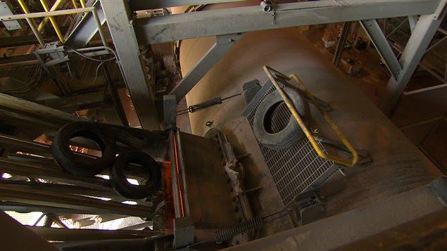 Des pneus sont traités à l'usine Bridgestone de Joliette.