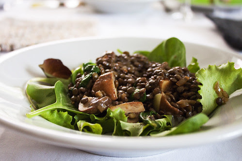 Linsensalat mit Champignons auf Salat
