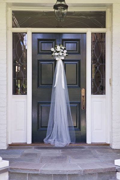 Front door greeting for a bridal shower that takes its