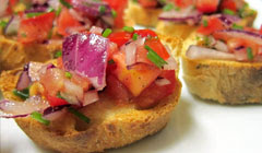 Brushetta tomate-oignon-ciboulette