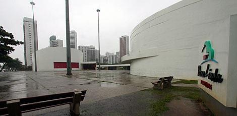 Construído pela prefeitura, o Parque Dona Lindu é um projeto do arquiteto modernista Oscar Niemeyer / Foto: Diego Nigro/JC Imagem