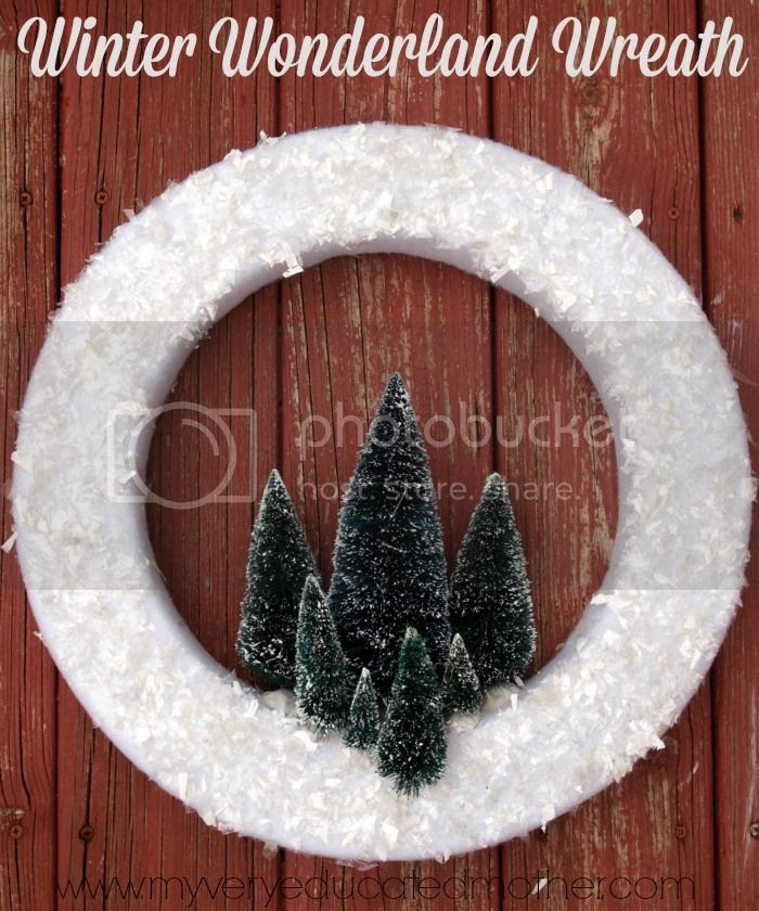 Winter Wonderland Wreath via @mvemother
