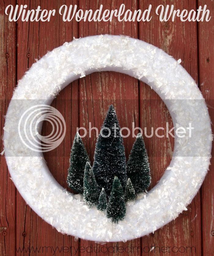Winter Wonderland Wreath via @mvemother