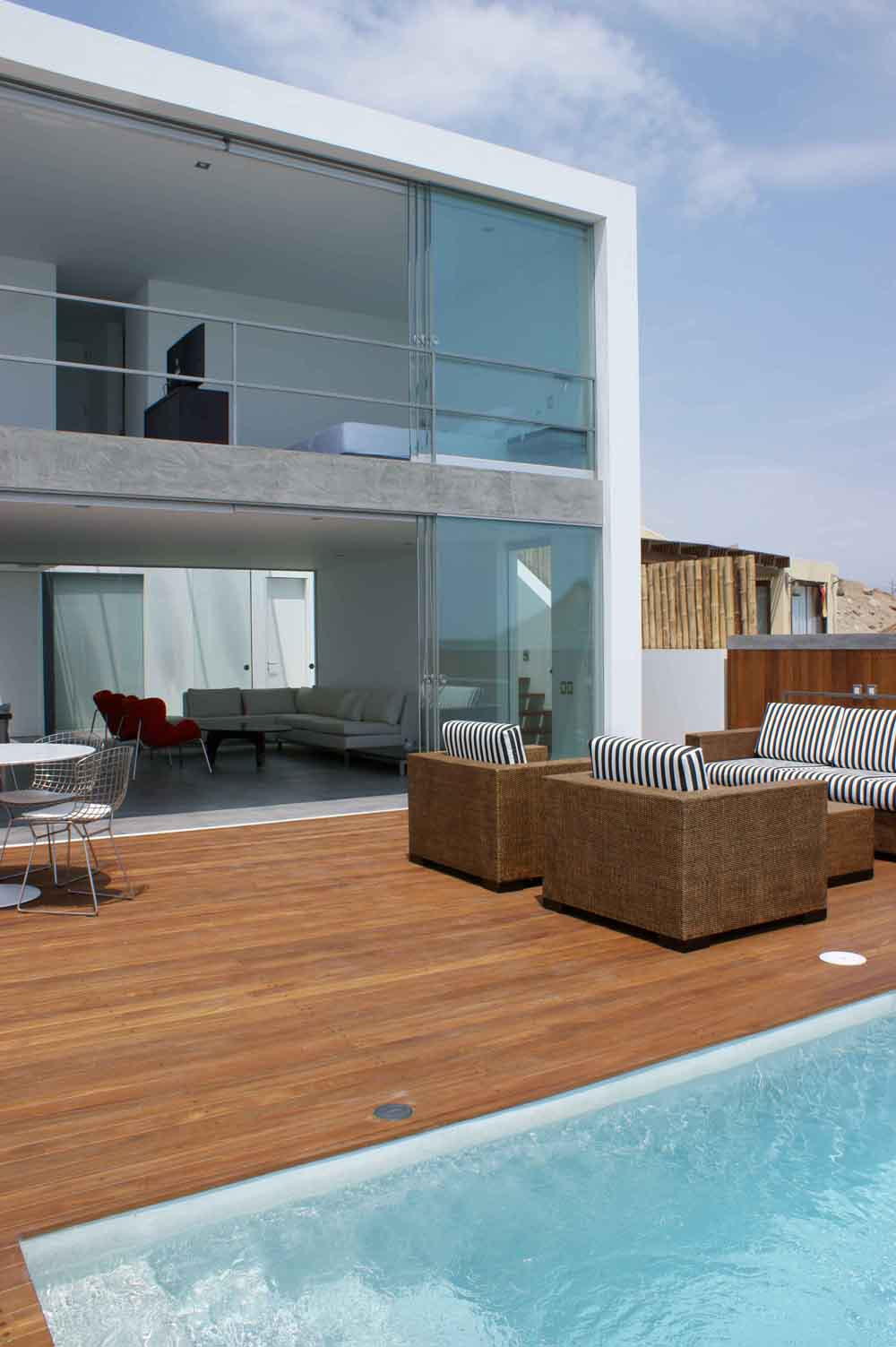 Casa en playa punta hermosa arq juan carlos doblado for Decoracion de casas de playa modernas