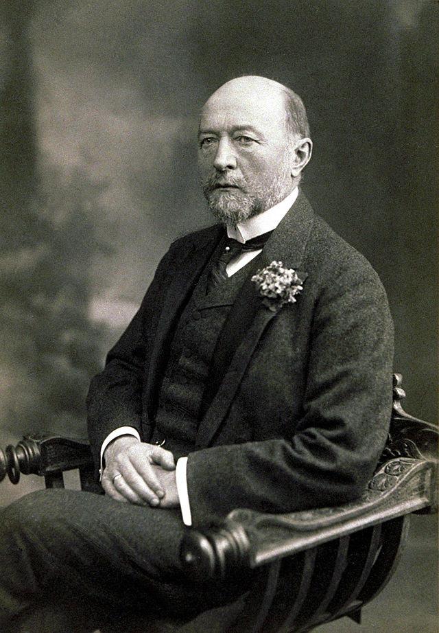 Emil von Behring sitzend.jpg