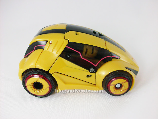 Transformers Cybertronian Bumblebee Generations Deluxe - modo alterno
