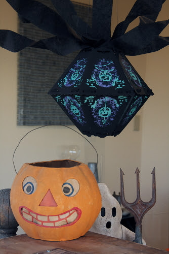 The Horrid Decor by Bindelgrim with vintage Halloween pumpkin