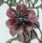 цветок из бисера схема, лепестки из бисера, как плести цветы из бисера