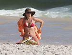 Christine Fernandes na praia da Barra da Tijuca, no Rio