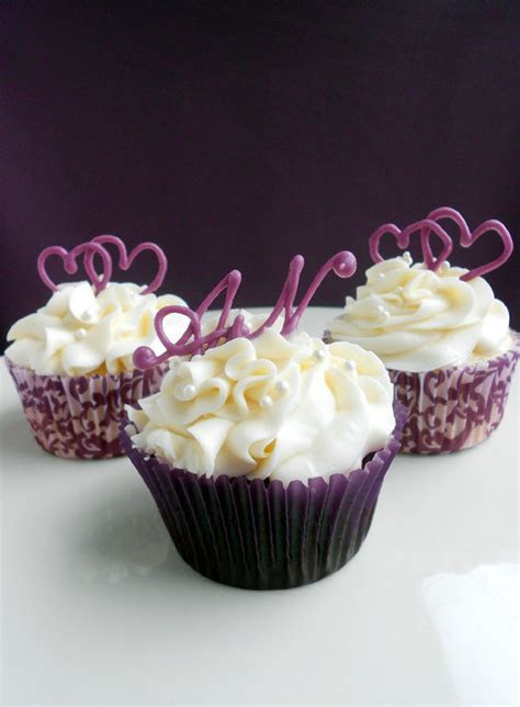 Wedding Cupcakes with Hearts & Monograms   Confessions of