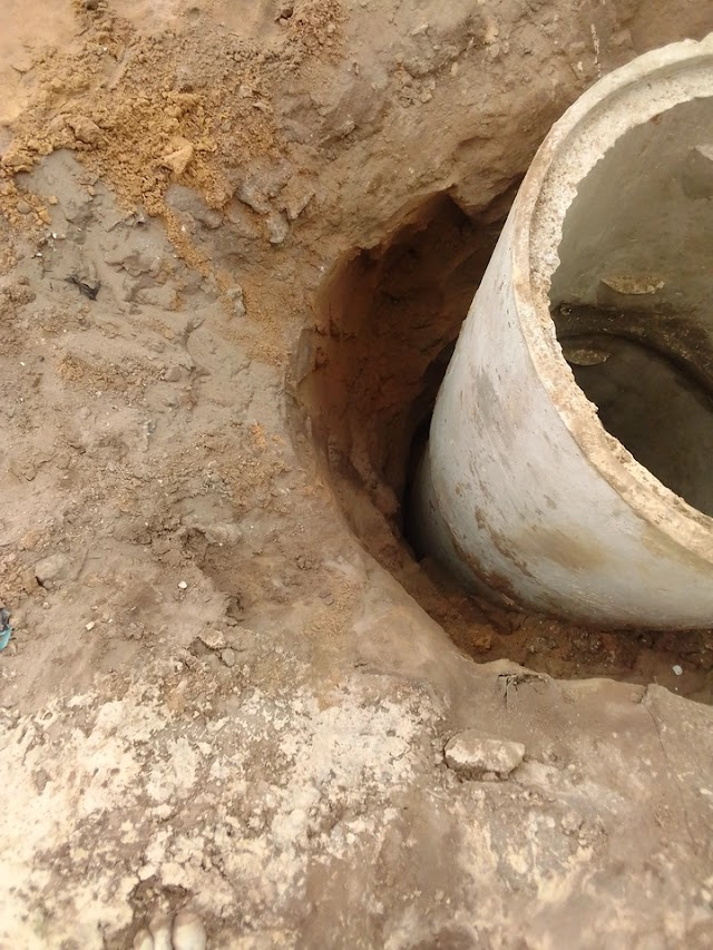 See A Well That Suddenly Broke Into A Deep Pool In Lagos. (See Photos)