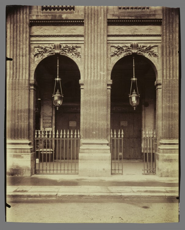 Atget Paris Palais Royal 605x750 Le Paris de 1900 par Atget  photographie histoire art