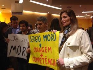 Manifestantes levaram cartazes em apoio a Moro (Foto: Roney Domingos/G1)