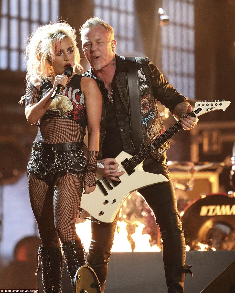 Hardwired: Lady Gaga se juntou ao Metallica para uma apresentação de Moth Into Flame
