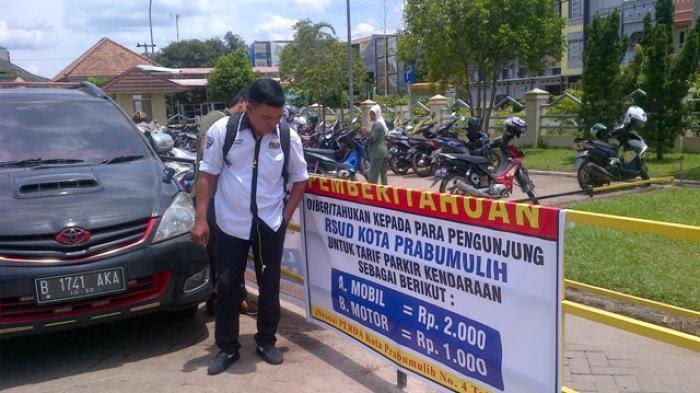 Warga Keluhkan Tarif Parkir RSUD Prabumulih Turun-Naik
