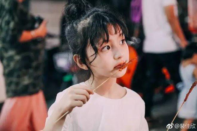 Thiên thần nhí 8 tuổi xinh lung linh, giống Kim Ji Won như tạc - Ảnh 8.