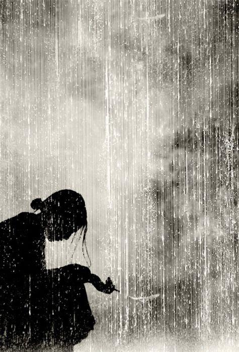 Geisha en la lluvia.  Japón.