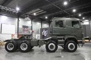 Scania представила тяжелый военный тягач