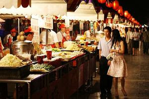 This year China surpassed the US as the world's largest grocery market. If the pace continues, Chinese consumers will spend US$1.6 trillion on groceries in 2015. (Photo: http://www.starfish-studio.com/2007/06/beijing-china.html)