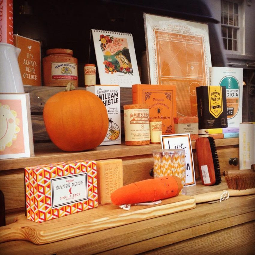 25 Examples of Halloween Retail Displays to Inspire You - Orange Decor Display - Halloween Retail Displays - Halloween Retail Ideas - Halloween Display Ideas