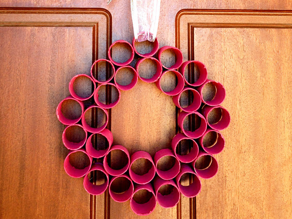 Homemade Christmas Decorations: Paper Roll Wreath