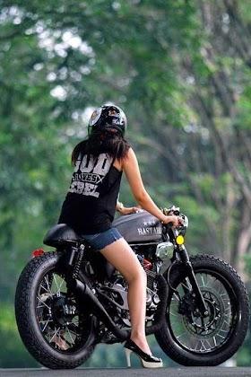 Gambar Orang Pakai Helm Cross Keren