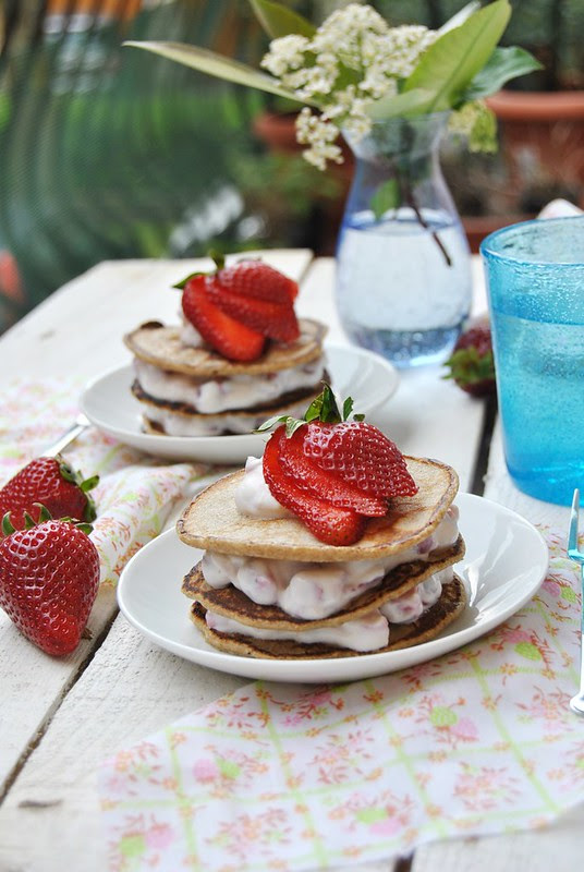 Rye flour pancakes with ricotta and strawberries