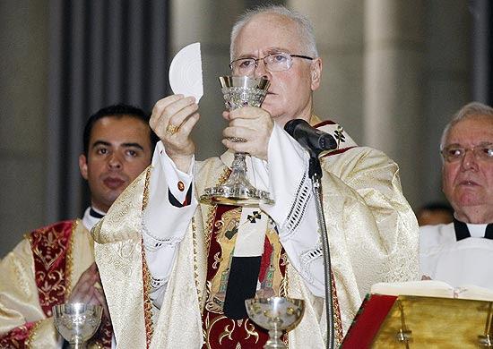 Dom Odilo Scherer celebra na Catedral da Sé (centro) missa no dia aniversário da cidade de Sâo Paulo