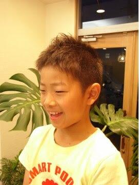 子供 髪型 男の子 短髪,ソフトモヒカン,アシメ,長め ツーブロック  - キッズヘアカタログ ソフトモヒカン