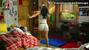 Mel Fronckowiak sensual na novela Rebelde