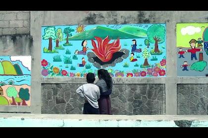 Murales Del Medio Ambiente Con Material Reciclado