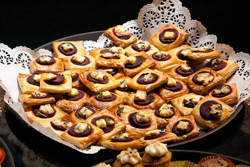 Beetroot and blue cheese tarts / Peedi-sinihallitusjuustupirukad