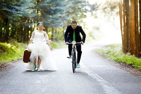 45 Craziest Wedding Photos Of All Time