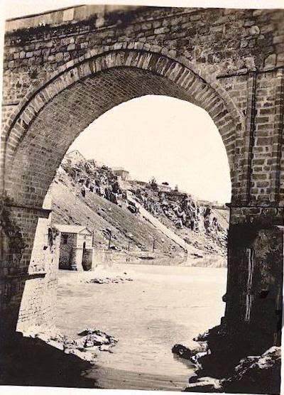 Puente de San Martín hacia 1910. E. M. Newman. Hispanic Society of America