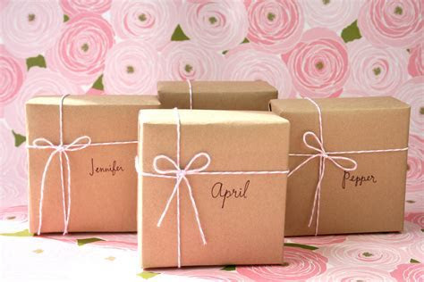 Indian Wedding Gifts   Personalized Wedding Gifts for