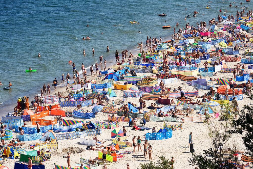 Separadores de espaço na praia, uma tradição polonesa 07