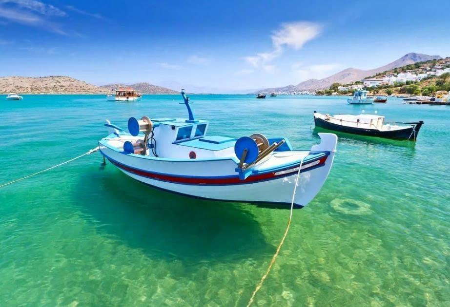 Μπορεί το χωριό να μην είναι μεγάλο, μπορεί να μην έχει πολλά αξιοθέατα, αλλά έχει πανέμορφες αμμουδιές και παραλίες. Τι άλλο να ζητήσει κανείς από τις καλοκαιρινές του διακοπές;