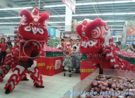 photo 01 Chinese New Year Lion Dance Performance At Tesco Taiping 2015_zpsbpbehpul.jpg
