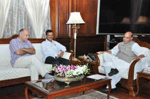 Tussle with LG: Kejriwal, Sisodia meet Rajnath