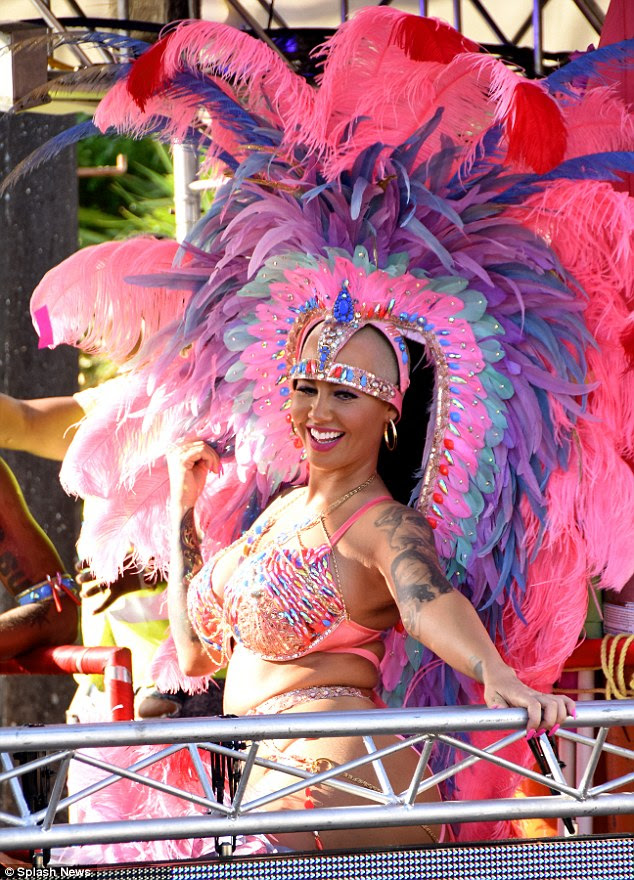 Showgirl | Caribbean carnival costumes, Carnival outfit