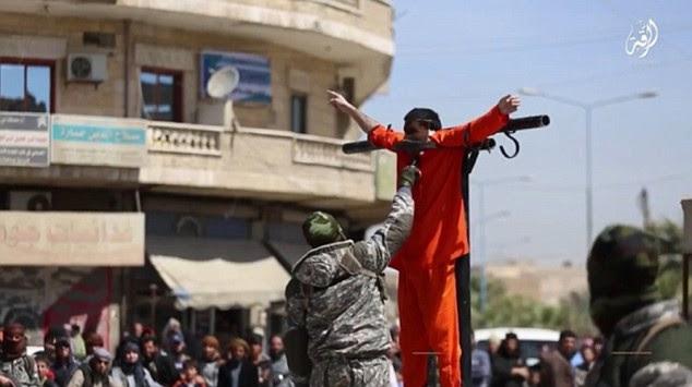 Φρικαλεότητες τζιχαντιστών! Μαχαιρώνουν, πυροβολούν και σταυρώνουν αιχμαλώτους [pics, vid]